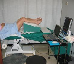 Donna sottoposta a rieducazione dei muscoli del pavimento pelvico